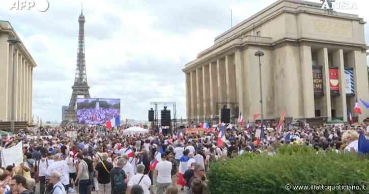 Parigi, manifestazioni contro il pass sanitario. Al Trocadero una delle tre iniziative in città, contestato anche l'obbligo di vaccinazione