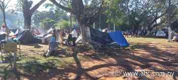 Unos 360 nativos están apostados en precarias carpas en Coronel Oviedo hace más de una semana - Nacionales - ABC Color