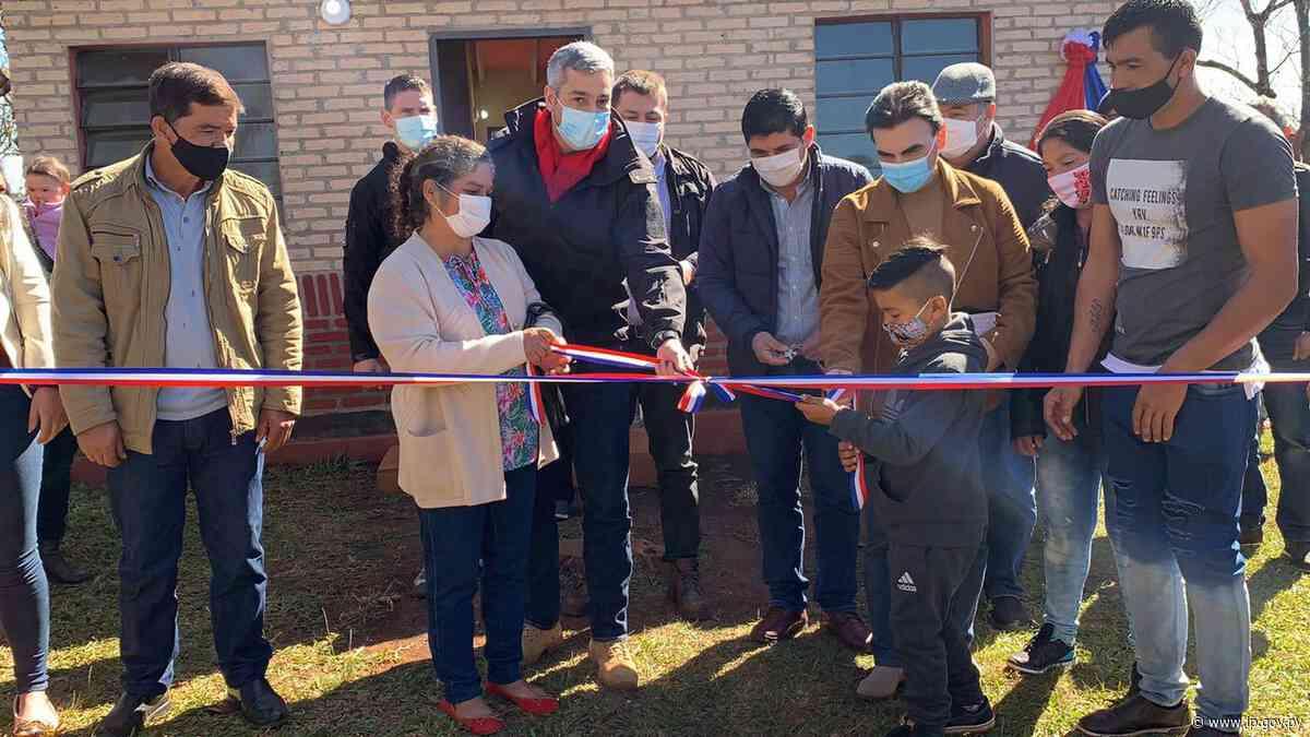 Presidente entrega 175 viviendas sociales en Edelira y Tomás Romero Pereira   - ip.gov.py