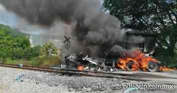 Trailero intenta ganarle el paso al tren en Tamuín y casi muere - Pulso Diario de San Luis