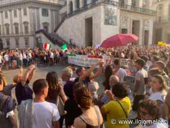 """La fronda no-pass scende in piazza: """"Noi andiamo dove vogliamo"""""""