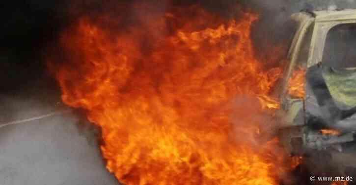 Mannheim:  Anwohner mussten wegen Autobrand die Fenster schließen