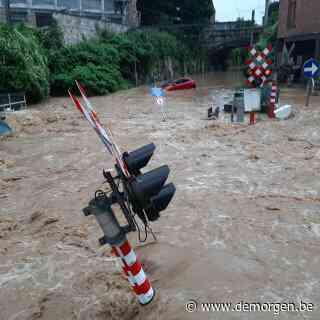 Live - Onweer slaat toe in Namen: straten staan blank, auto's worden meegesleurd door het water in Dinant
