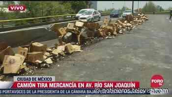Camión de cerveza tira 100 cajas sobre avenida Río San Joaquín - Noticieros Televisa