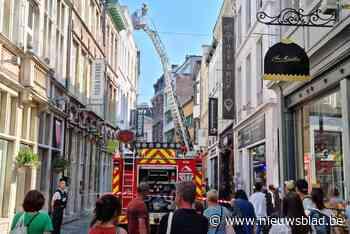 Brandweer en politie zetten drukke winkelstraat in Gent-centrum af - Het Nieuwsblad