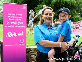 Generous golfers raise thousands for transplant charity in memory of Wigan dad - Wigan Today