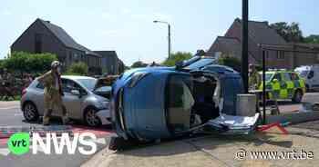 Botsing in Meerhout: auto belandt op zijkant tegen verlichtingspaal - VRT NWS