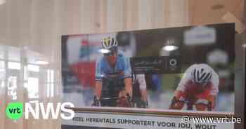 """Affichecampagne voor Wout Van Aert groot succes in Herentals: """"Duidelijk dat het leeft bij de inwoners"""" - VRT NWS"""