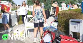 """Zussen uit Halle vullen vrachtwagen met hulpgoederen voor Chaudfontaine: """"Mensen hebben soms al dagen niets gegeten"""" - VRT NWS"""