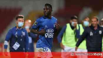 Silvestre Varela já assinou contrato com o FC Porto - Record