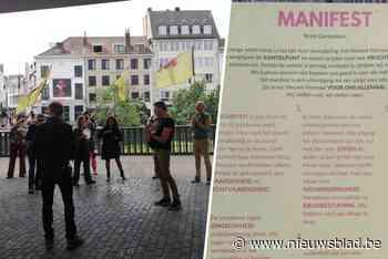 Bewoners Brugse Poort verspreiden manifest in de stad voor het 'Nieuwe Normaal' na corona