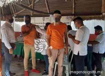Vacunan contra COVID a reos del penal de Acayucan - Imagen del Golfo