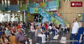 Durch Corona zusammengeschweißt: Bildungszentrum Meckenbeuren verabschiedet 75 Zehntklässler - Schwäbische