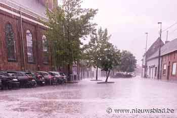 Regen zet kerkplein blank
