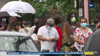 La lluvia no ha contenido a residentes de Bella Vista que acuden este sábado por su vacuna - TVN Noticias