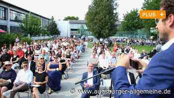FOS/BOS Neuburg: Absolventen feiern ihren Abschluss