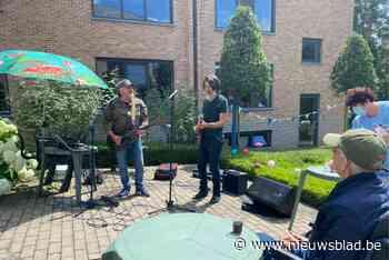 Rocco en Mauro treden op voor bewoners WZC Berkenbosch - Het Nieuwsblad