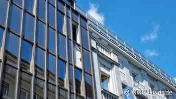 Wuppertaler Fußgängerzone: Fenster fallen aus Gebäude