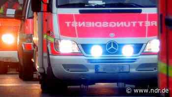 Krankenwagen verunglückt auf Einsatzfahrt in Cuxhaven - NDR.de
