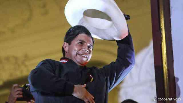Pedro Castillo se prepara para asumir la presidencia de Perú