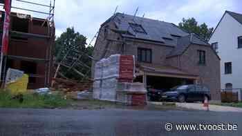 Opnieuw wateroverlast in Sint-Gillis-Waas: Straten afgesloten, gevel huis stort in. - TV Oost