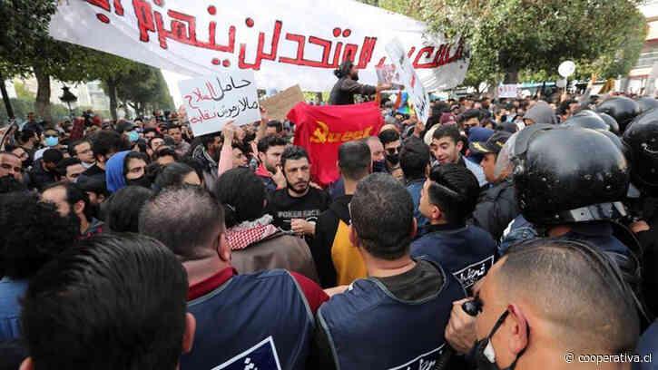Crisis en Túnez: Presidente cesó al primer ministro y suspendió el Congreso tras protestas