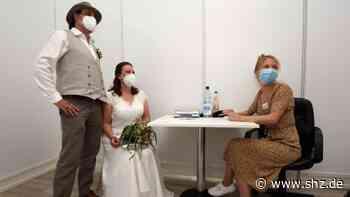Vom Standesamt ins Impfzentrum: Elmshorn: Die ungewöhnliche Hochzeit von Ehepaar Treichel | shz.de - shz.de