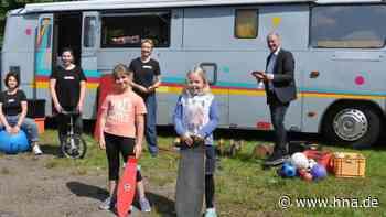 Mädchenbus macht Station in Neukirchen – Nächster Besuch im September - HNA.de