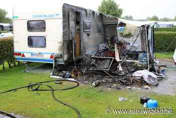 Brand legt voortent van caravan in as (Middelkerke) - Het Nieuwsblad