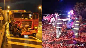 Camión protagonizó accidente múltiple en Ruta del Itata: chocó varios autos y un carro de Bomberos