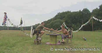 Stoeltjes, lampjes of een piano nodig? Gratis af te halen bij Drents festival - Hartvannederland.nl