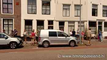 Lange rijen in Middelburg om een sneltest te halen - Omroep Zeeland