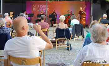 Weinstadt: Unwetterwarnung bremst Open-Air-Festival im Stiftshof aus - Weinstadt - Zeitungsverlag Waiblingen