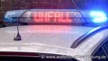 PKW landet bei Lengede auf dem Dach - Wolfenbütteler Zeitung