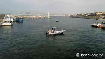 Galleria - Portici. Le immagini del recupero delle reti pericolose al porto - Foto 1 di 4 - Lo Strillone