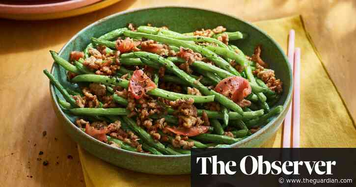 Dry-fried French beans with minced pork by Andrew Wong