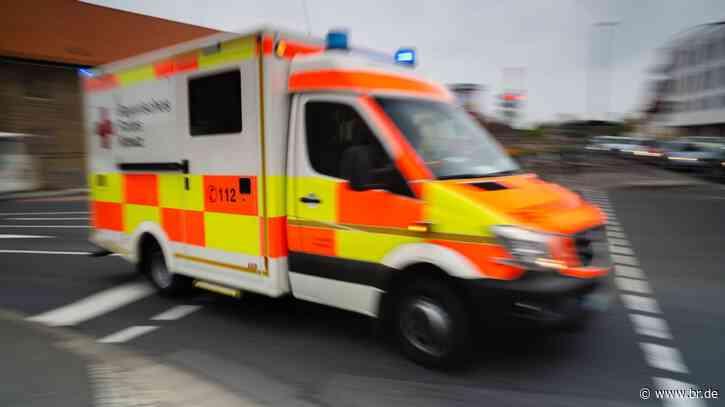 Feuchtwangen: Fahrer stirbt bei Frontalzusammenstoß mit Lkw - BR24