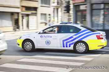 18-jarige bestuurder wordt onwel en raakt vier geparkeerde wagens op het Kiel