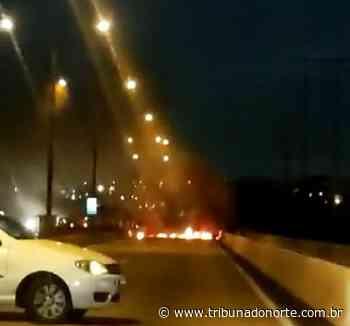 Com pneus queimados, ponte de Igapó tem trânsito bloqueado na madrugada - Tribuna do Norte - Natal