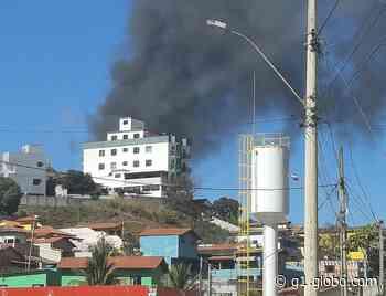 Incêndio atinge pátio de veículos em Brumadinho, na Grande BH - G1