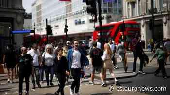 Los nuevos casos de coronavirus en Reino Unido caen a su nivel más bajo en tres semanas - euronews