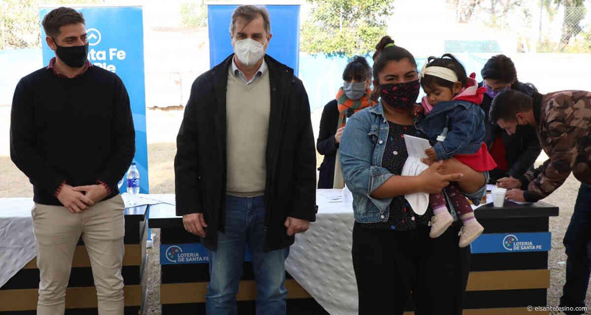 Se entregaron tarjetas para becas y capacitación en San José del Rincón – El Santafesino - El Santafesino