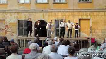 Sommertheater Lieberose: Das Theater 89 begeistert mit Liedern aus Brandenburg und Schlesien - moz.de