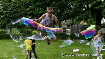 Bailleul: grâce à ses potions, Alex réalise des bulles géantes - La Voix du Nord