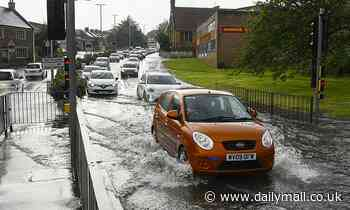 Met Office issues FOUR-DAY storm warning as floods strike again in London