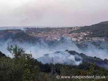 Sardinia wildfires force 900 to be evacuated as Greece and  France send aid