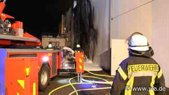 Feuerwehr-Einsatz in der Marina Rünthe in Bergkamen: Wohnmobil fängt Feuer - und mit ihm die Fassade des Fi... - Westfälischer Anzeiger