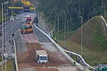 Vídeo: Caminhão faz manobra para entrar em área de escape na BR-376 - Jornal de Pomerode