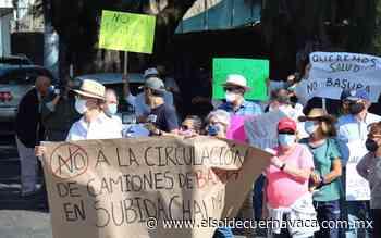 Vecinos bloquean el paso de camiones de basura en Subida a Chalma - El Sol de Cuernavaca