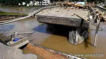 Calculó mal: intenta cruzar puente y termina en el fondo del río - Uno TV Noticias